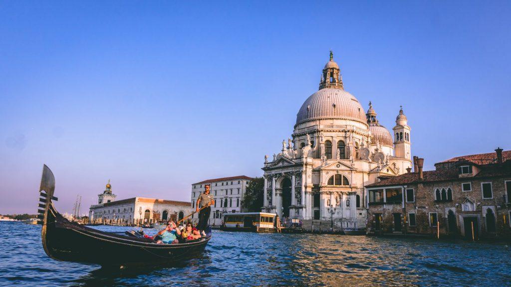 Venice-boat-building-Chait-Goli-Pexels